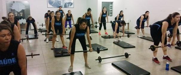 Todos se empenham muito para realizar o exercício (Foto: TV Clube)