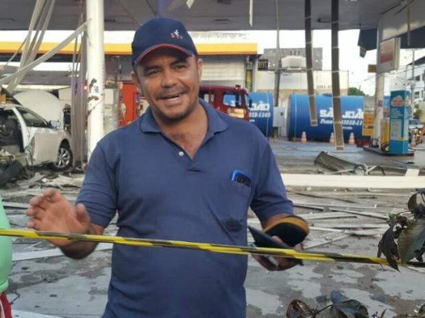 Taxista que sobreviveu à explosão conta que foi banheiro quando o veículo era abastecido (Foto: Daniel Rocha/TV Verdes Mares)