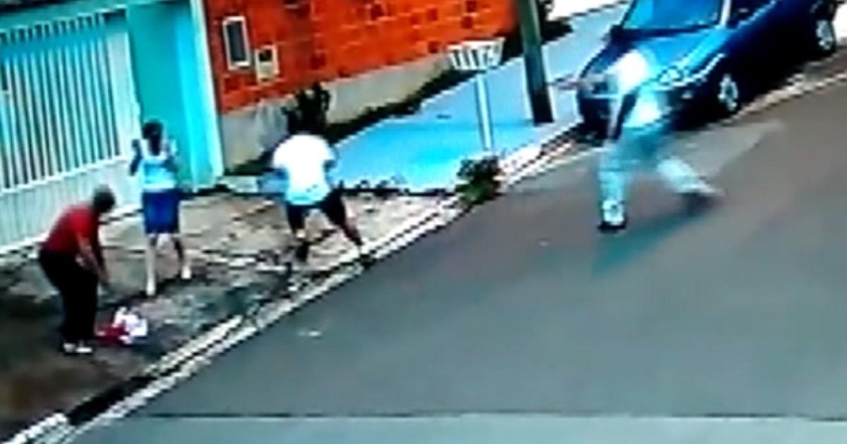Policial deixa bebê cair no chão para poder reagir a atentado; veja ... - Globo.com