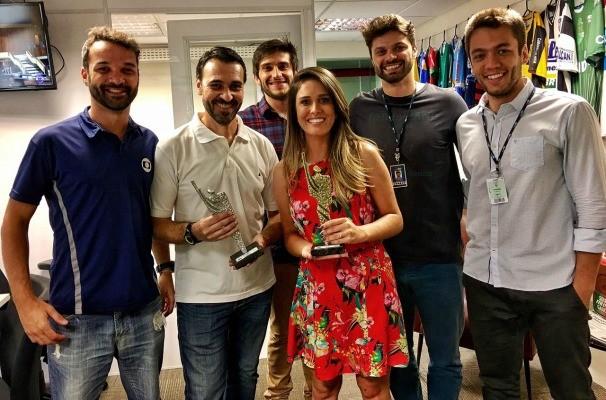 Kelly Costa e Glauco Pasa venceram Prêmio ARI de Jornalismo 2016 (Foto: Divulgação/RBS TV)