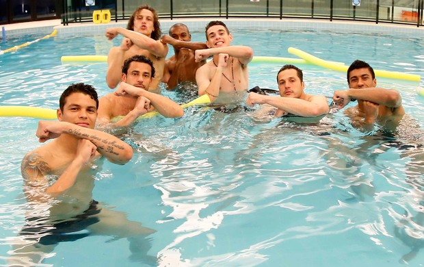 Brazils squad send a message to Neymar doing his É Tois! celebration in a swimming pool [Pictures]