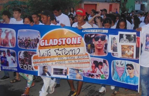 Familiares e amigos de Gladstone fizeram manifestação em Goiânia (Foto: Arquivo pessoal)
