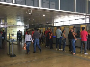 Bancos do Distrito Federal voltam a funcionar normalmente nesta sexta-feira (7) após fim da greve (Foto: Luiza Garonce/G1)