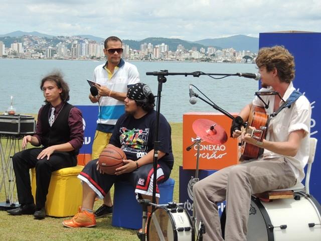 Patrola reuniu música, dança e mágica (Foto: Géssica Valentini/RBS TV)