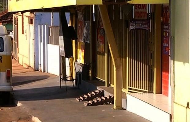 Garoto de 13 anos é morto por engano no bar em que trabalhava, diz polícia em jataí, Goiás (Foto: Reprodução/TV Anhanguera)