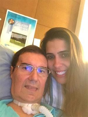 Antonio ao lado da filha caçula, Milena, que o incentivou a escrever livro com os olhos (Foto: Milena Andrade/Arquivo pessoal)