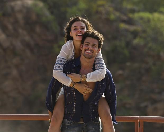 Leandro e Antônia vivem paixão arrebatadora (Foto: Globo/Estevam Avellar)