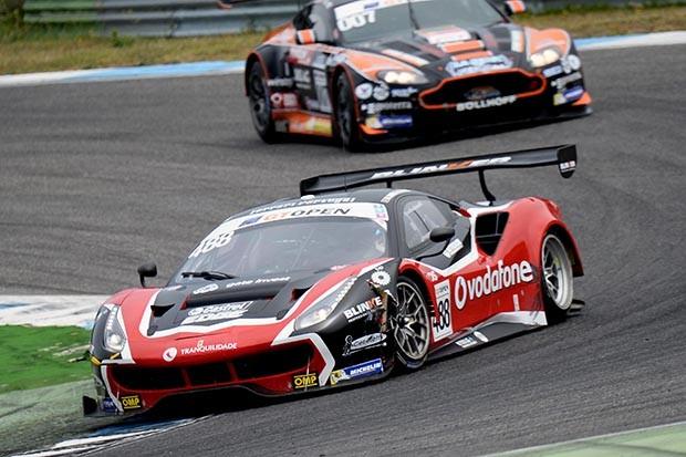 Ferrari GT3 da dupla Ramos e Mac em P5 na corrida 2 (Foto: Divulgação/FOTOSPEEDY)