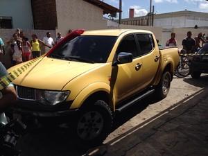 Carro que a vítima dirigia no momento em que foi baleada (Foto: Walter Paparazzo/G1)