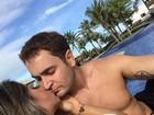 Mayra Cardi beija marido e exibe comissão de frente em foto na web