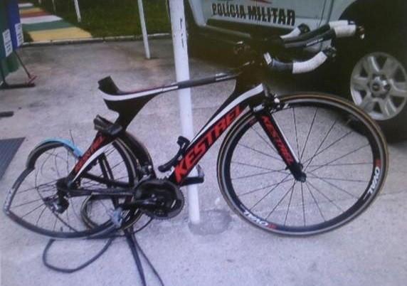 A bike de Ina após o acidente