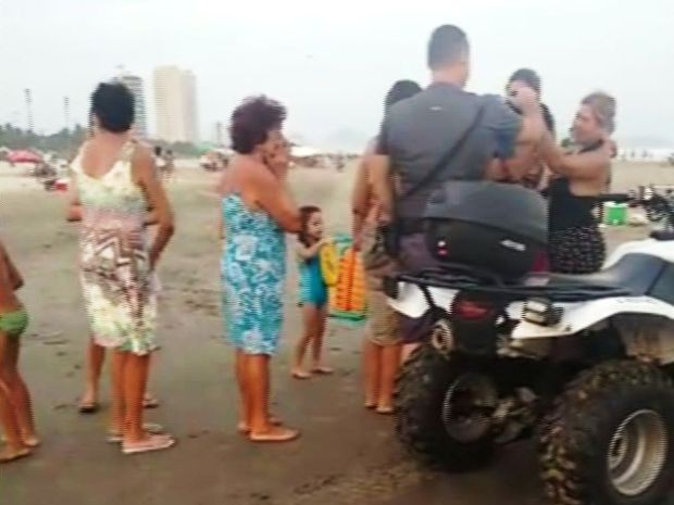 Criança desapareceu em praia de Praia Grande, litoral de SP (Foto: Reprodução/G1)