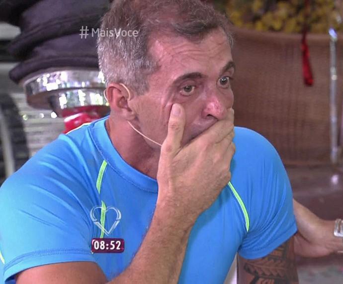 Paulo Barros se emociona no 'Mais Você' (Foto: TV Globo)