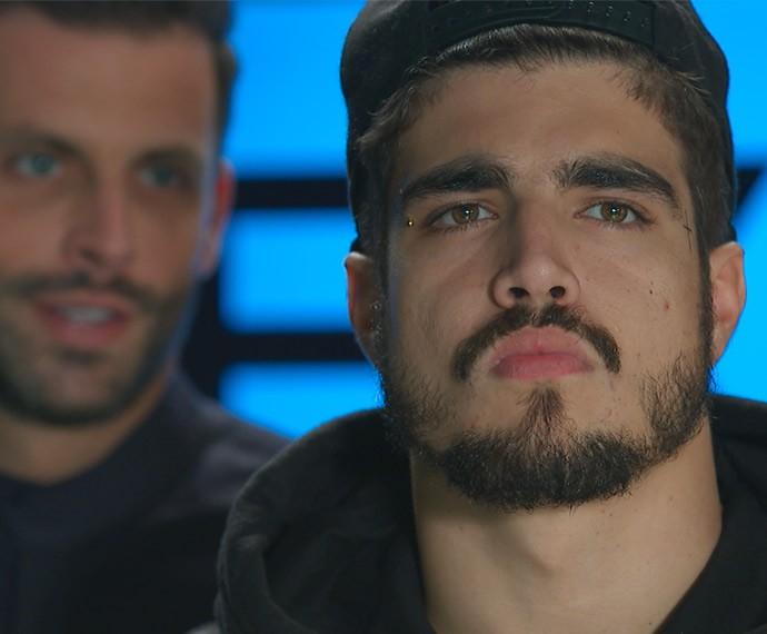 Grego é ameaçado por Gabo e fica acuado (Foto: TV Globo)