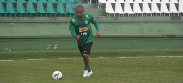 Jonas, lateral-direito do Coritiba (Foto: Gabriel Hamilko/GLOBOESPORTE.COM)