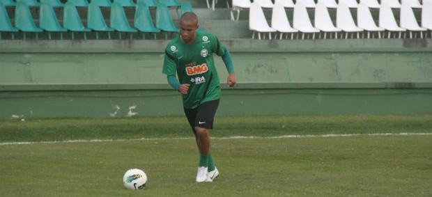 Jonas, lateral-direito do Coritiba (Foto: Gabriel Hamilko/GLOBOESPORTE.COM)
