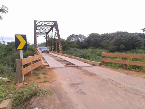 Madeiras da ponte centenária foram trocadas (Foto: Leile Ribeiro/G1)