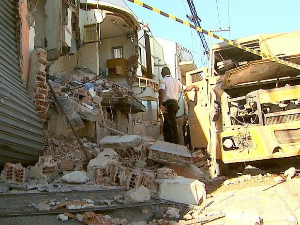 O Grupo de Ações Táticas Especiais (Gate) de São Paulo foi chamado para retirar um explosivo que foi deixado pelo grupo dentro do prédio da Prosegur (Foto: Paulo Souza/EPTV)