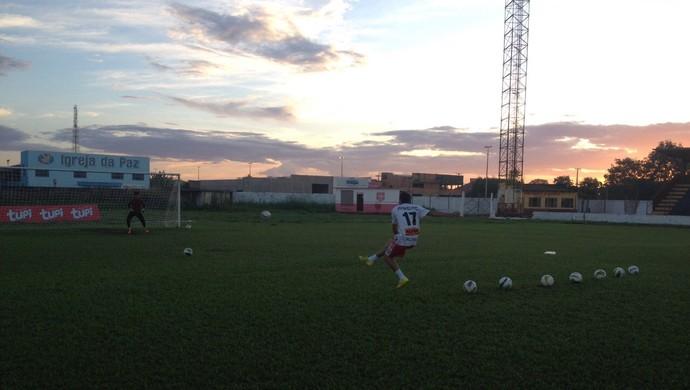 Treino no Guajará. Time treina cobrança direta para o gol para vencer o Ji-Paraná (Foto: Dayanne Saldanha)