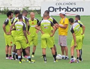 jogadores treino Vasco (Foto: Gustavo Rotstein)