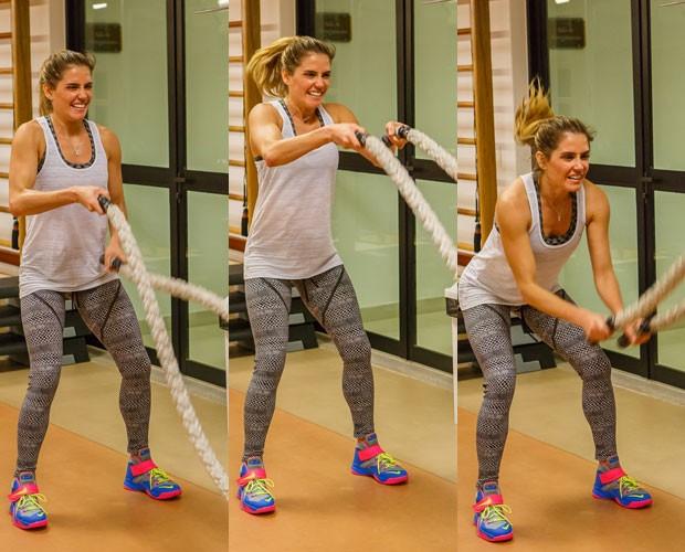 Deborah se esforça com as cordas (Foto: Artur Meninea / Gshow)