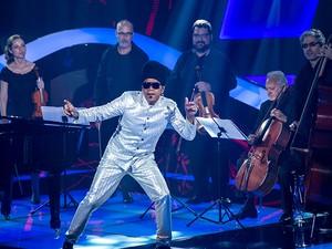 Brown no palco (Foto: Isabella Pinheiro /Gshow)