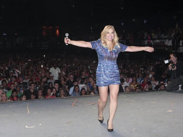 Verônica Costa em show na Zona Norte do Rio (Foto: Isac Luz/ EGO)