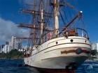 Navio holandês de 103 anos atraca na capital (Reprodução/TV Bahia)