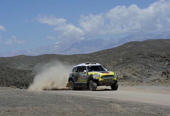 Nani Roma e Michel Perin durante a terceira etapa do Rally Dakar (Foto: Divulgação/ DPPI /E.VARGIOLU)