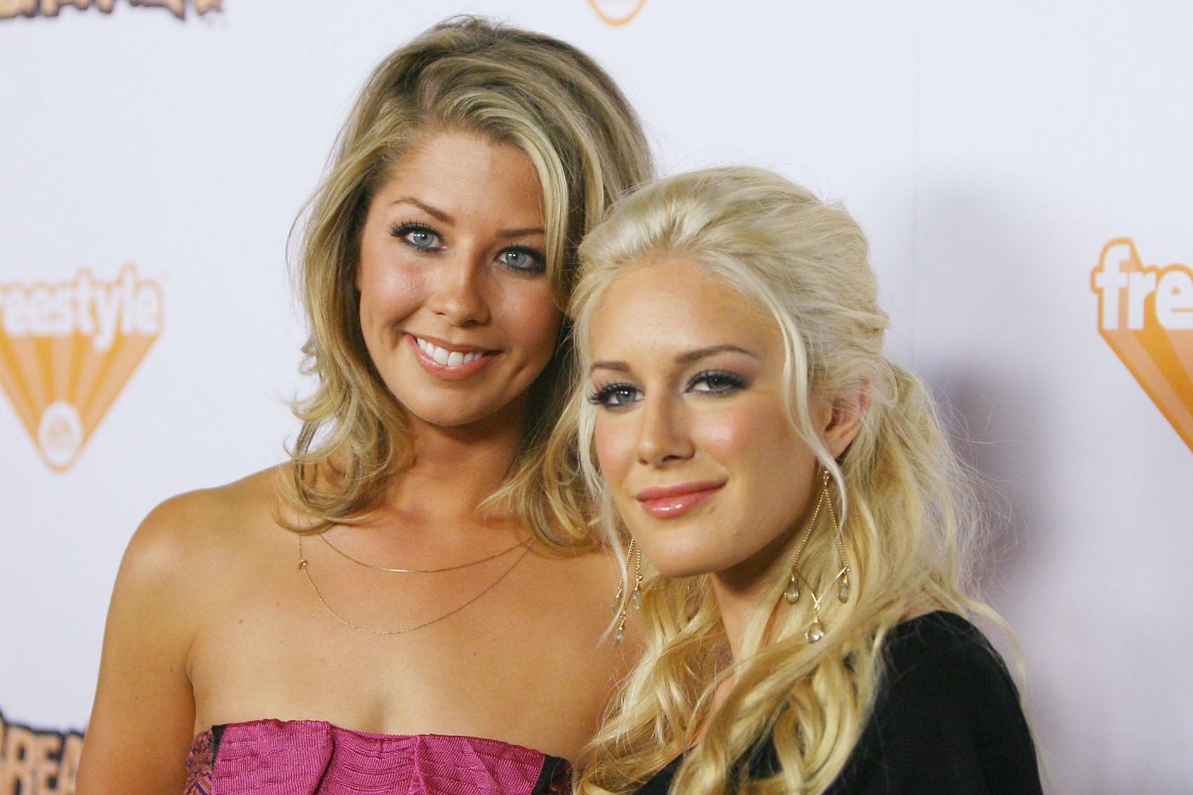 A estrela da primeira edição de 'The Hills' Heidi Montag (à dir.), de 27 anos, tem uma irmã que também tentou ficar famosa por meio desse reality show, Holly Montag, de 30 anos. (Foto: Getty Images)