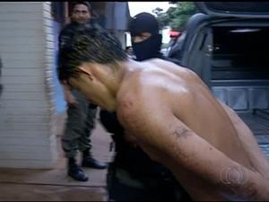 Suspeito havia conseguido fugir após acidente com carro da PM (Foto: Reprodução/TV Anhanguera)