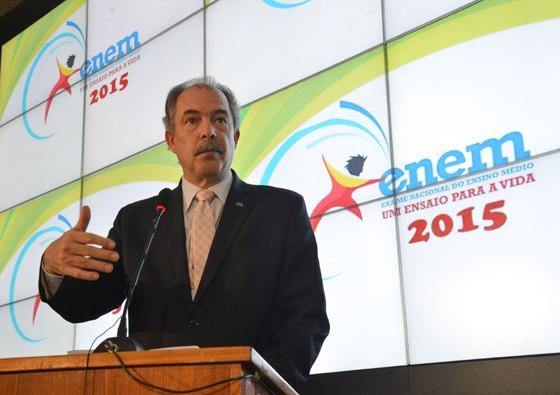 O ministro da Educação, Aloizio Mercadante, divulga o balanço do Enem 2015 (Foto: José Cruz/ABr)