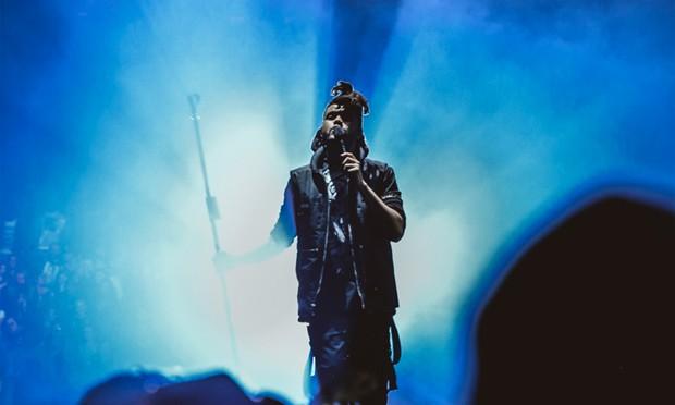 The Weeknd usando as peças da linha WANGXO durante a turnê 'Beauty Behind The Madness' (Foto: Reprodução/Instagram Alexander Wang)
