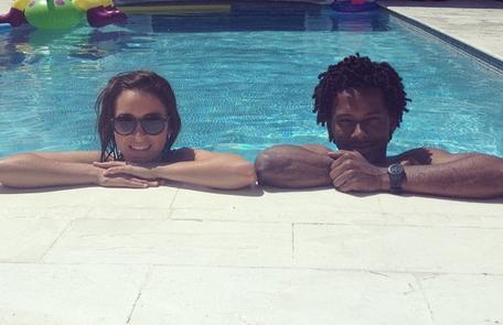 Valentina Bandeira e Danilo Ferreira nos bastidores das gravações dos últimos capítulos. Os Marra da Taquara vão terminar a história uma casa com piscina Reprodução