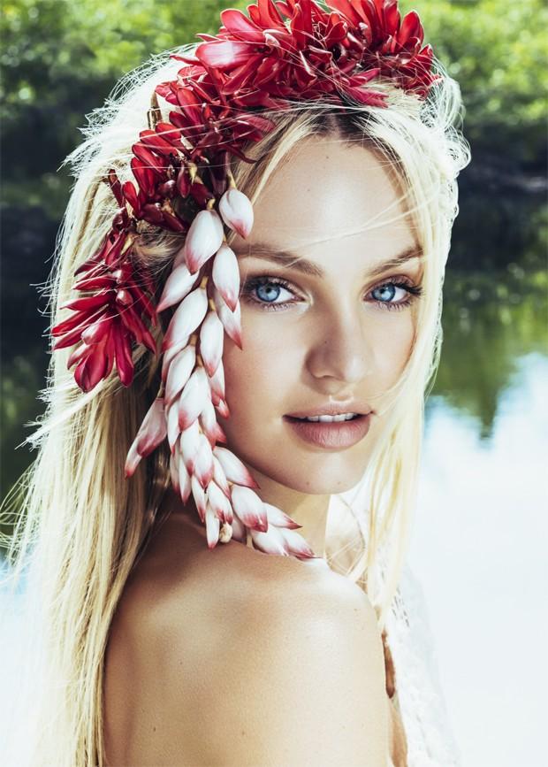 Candice Swanepoel em Trancoso para a Vogue Brasil de janeiro de 2014 (Foto: Jacques Dequeker)
