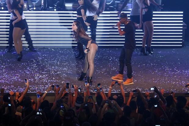 Anitta e Nego do Borel em show na Zona Oeste do Rio (Foto: Thyago Andrade/ Foto Rio News)