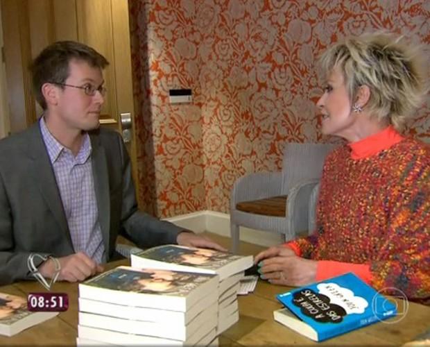 Ana Maria conversa com John Green (Foto: Mais Você / TV Globo)