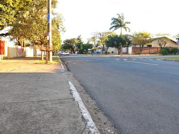 Mototaxista morreu em frente a escola na rua Bom Pastor. (Foto: Gustavo Arakaki/ G1 MS)