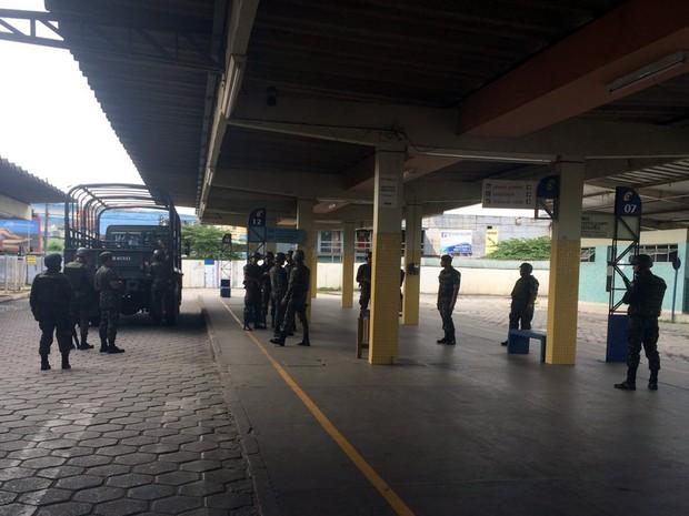 Exército garante segurança em terminais rodoviários da Grande Vitória (Foto: Adalberto Cordeiro/ A Gazeta)