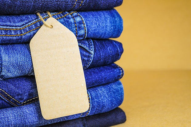 Stack of blue jeans as a background or texture (Foto: Getty Images/iStockphoto)