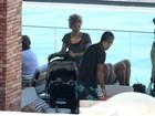 Shakira curte domingo em família antes de jogo