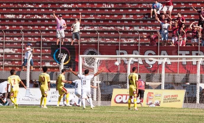 Juventus x Atlético de Ibirama Campeonato Catarinense 2014 (Foto: Orlando Pereira/CAHA)