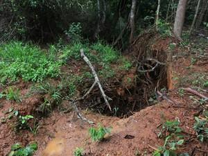 Corpo foi encontrado na zona rural de Nova Serrana (Foto: Christyam de Lima / Jornal Agora)