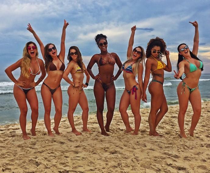 mulheres nuas na praia relax valongo