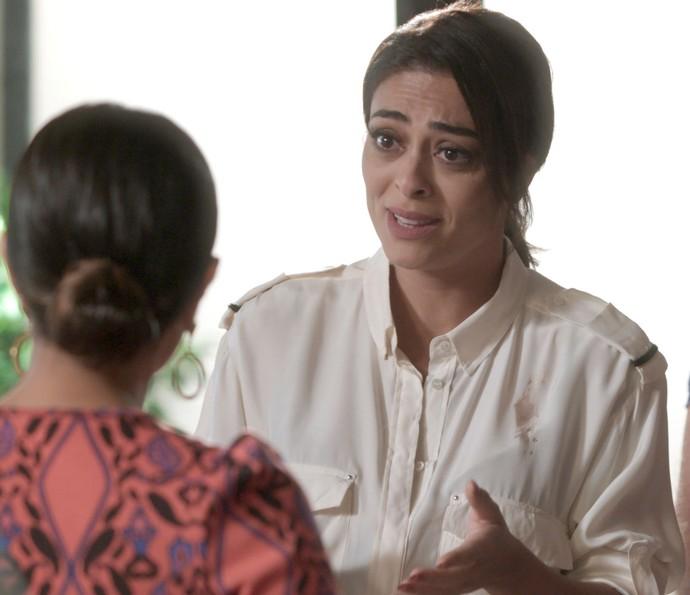 Carolina recebe ordens da irmã (Foto: TV Globo)