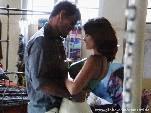 Aline diz estar farta de César e ataca Ninho (Foto: Amor à Vida/TV Globo)