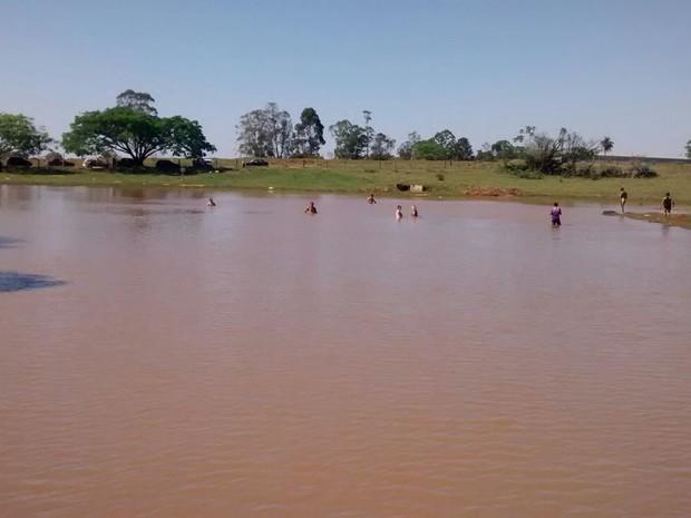 Criança morreu afogada em um açude de Dois Córregos (Foto: Divulgação/Políca Militar )