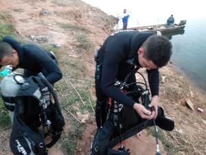 Bombeiros fazem busca por rapaz que sumiu ao entrar no Rio Verde, em Palmeiral. (Foto: Corpo de Bombeiros)