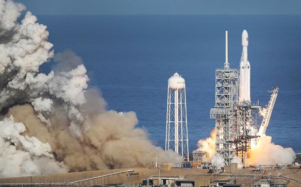 A SpaceX coloca a teste seu maior foguete até então (Foto: Joe Raedle/Getty Images)