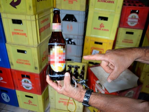 Cerveja mais barata tinha rótulo trocado para revenda (Foto: Ivan Gehlen/Blog do Braga)